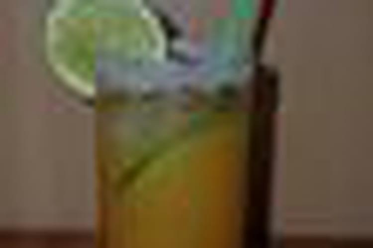 Punch planteur aux jus de goyave, d'orange et d'ananas