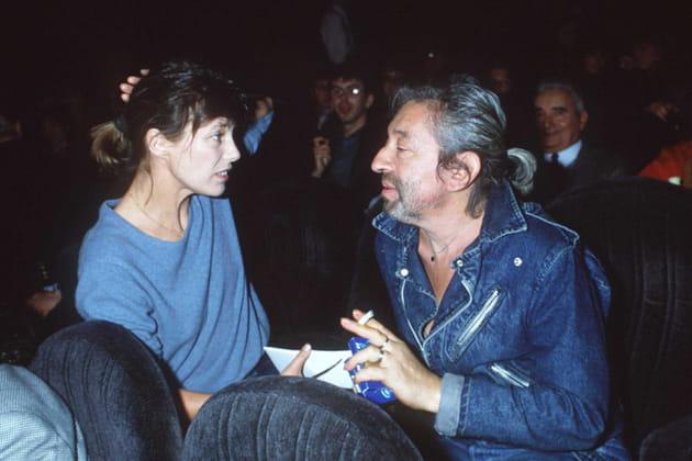 Serge Gainsbourg reçoit le disque de Platine.