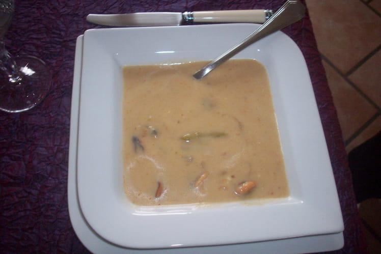 Crème d'asperges aux moules