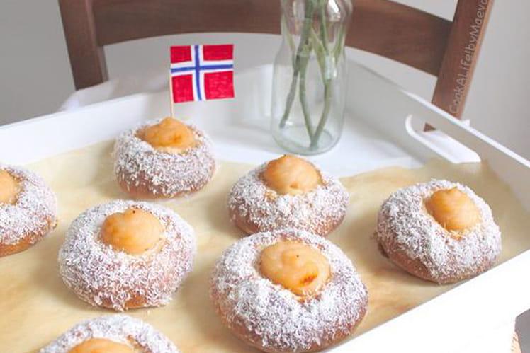 Skoleboller, petites brioches norvégiennes à la cardamome, crème pâtissière et noix de coco