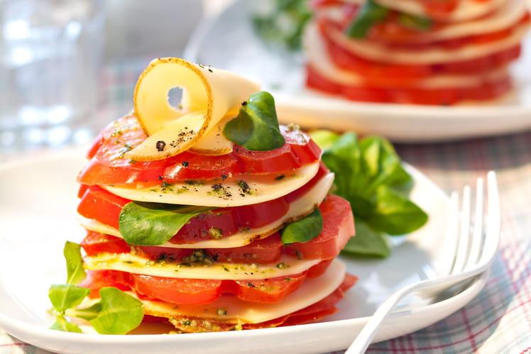 Millefeuille de tomate, pesto et Fol Epi au poivre et baies roses