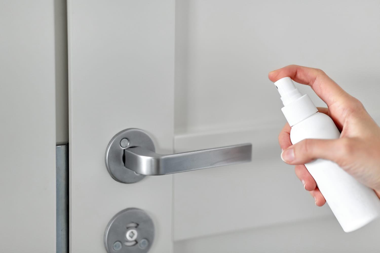 Quels gestes adopter pour se protéger à la maison pendant le confinement?