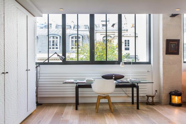 un bureau berc de lumi re. Black Bedroom Furniture Sets. Home Design Ideas