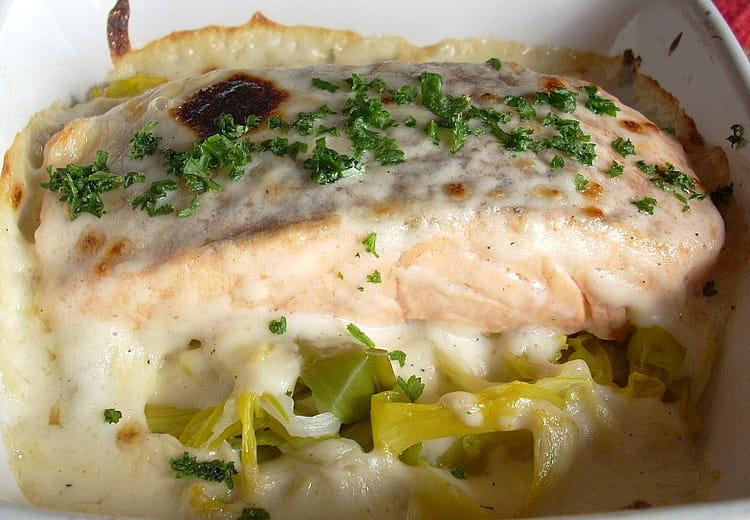 recette de saumon gratiné sur lit de poireaux : la recette facile
