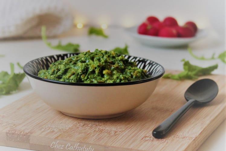 Pesto aux fanes de radis et pistaches torréfiées