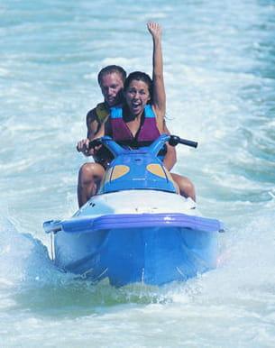 si vous aimez la vitesse, le jet-ski peut être l'activité de votre été