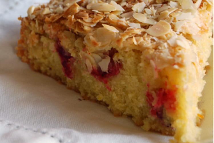 Gâteau crousti-fondant orange, amande, canneberge