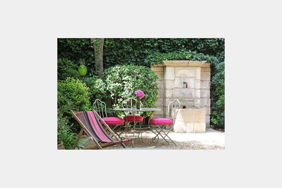 Petit jardin de village charme et couleurs dans une maison du xviiie journal des femmes - Une maison un jardin berthenay versailles ...