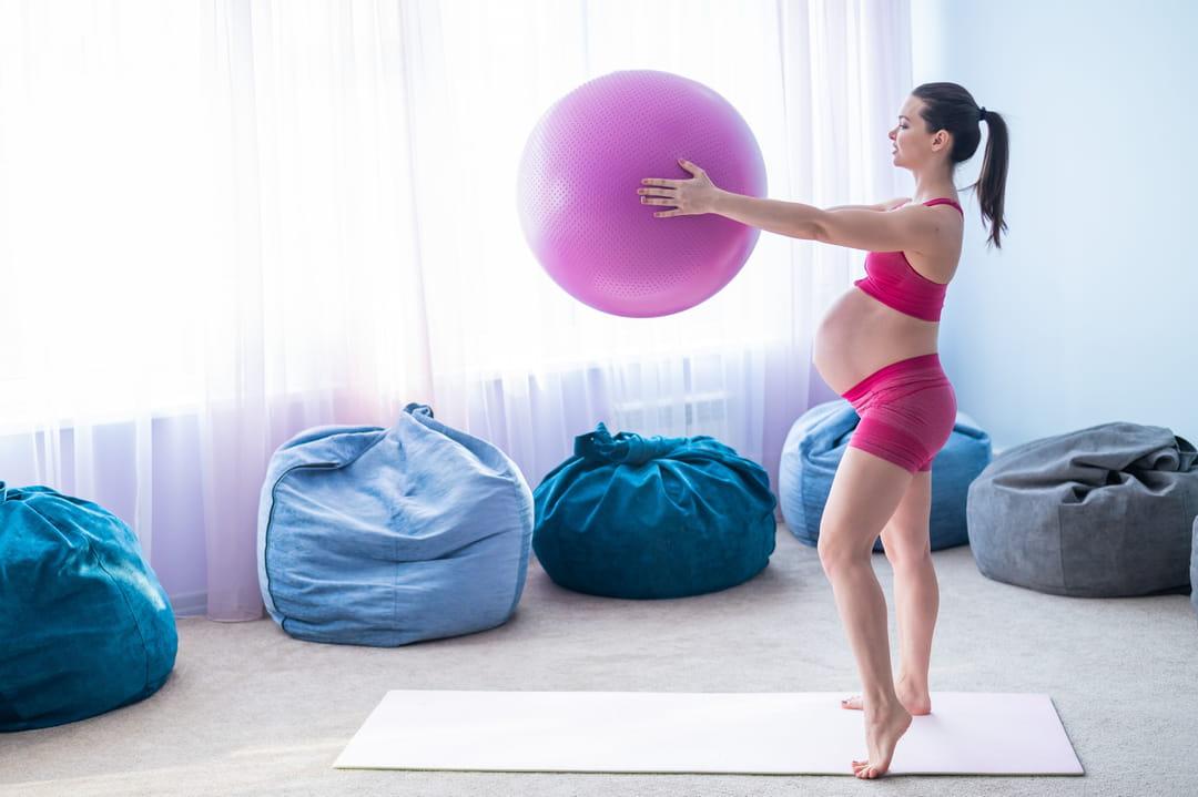 exercice-muscle-dos-ballon-grossesse