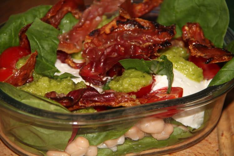 Salade aux haricots blancs, chèvre, tomates cerise et épinards