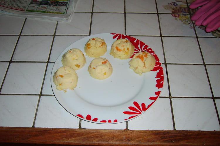 Petits gâteaux de semoule aux fruits