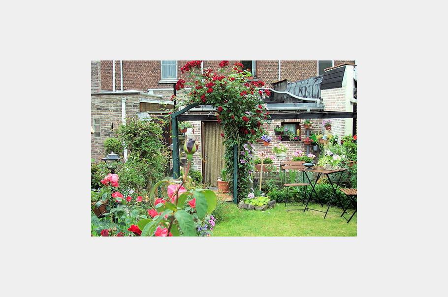 un jardin en ville les plus belles mises en sc ne au jardin journal des femmes. Black Bedroom Furniture Sets. Home Design Ideas