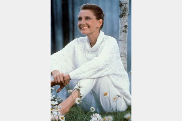 Audrey Hepburn en pull blanc