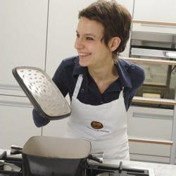 alba pezone dans son atelier parole in cucina