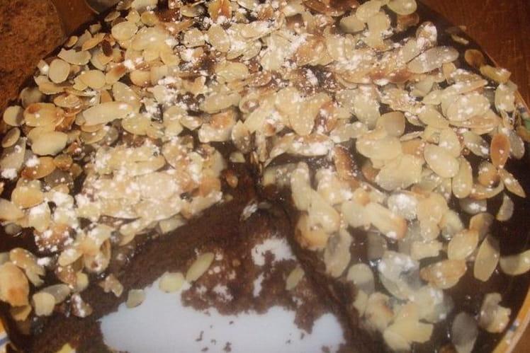 Gâteau au chocolat, glaçage chocolat amande effilée