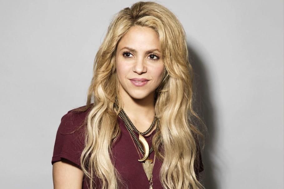 Shakira (re)devient rousse
