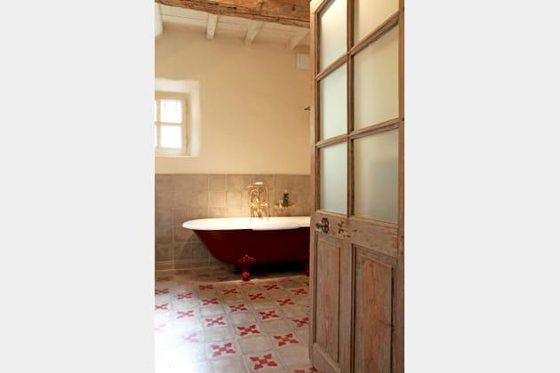 Salle de bains rétro chic