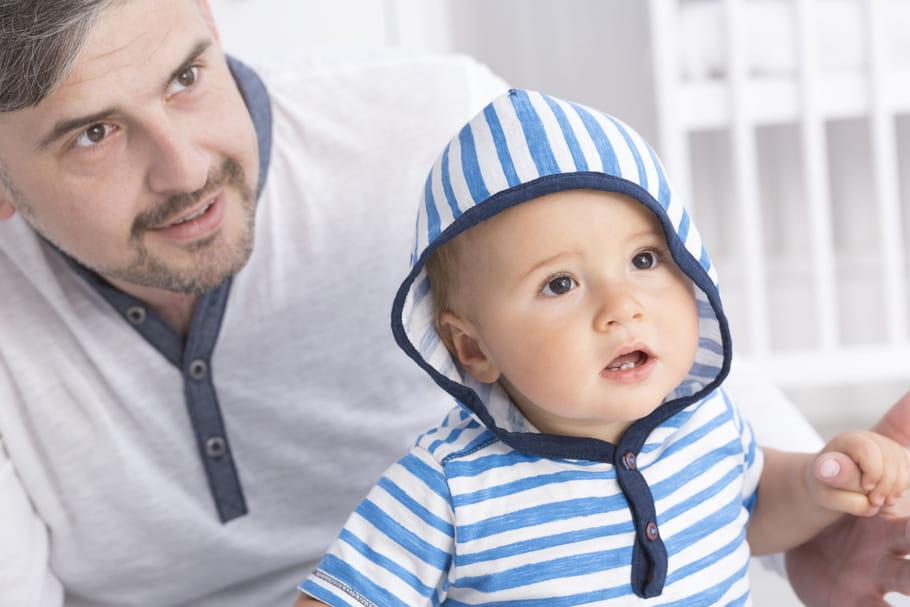 Vers un congé paternité obligatoire et plus long?