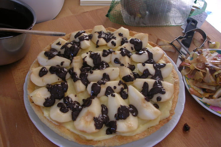 Tarte aux poires, crème aux amandes et chocolat