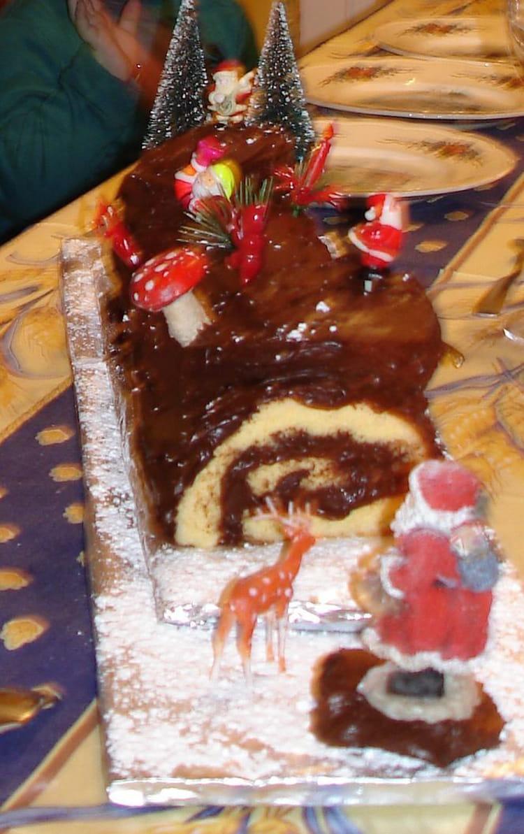 Recette De Creme Au Chocolat Rapide Pour Buche De Noel La Recette