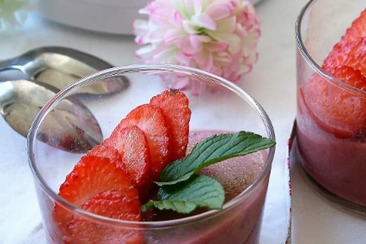 Panna cotta végétalienne aux fruits rouges, bio