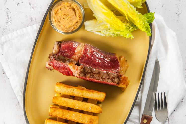 Côte de bœuf sauce satay, frites de panisse et sucrine