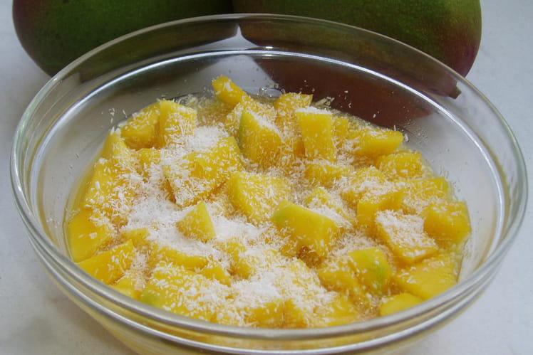 Salade de mangues à l'orange, noix de coco et épices