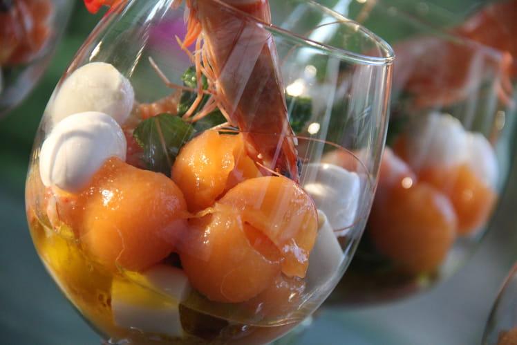 Salade de melon, crevettes, coeurs de palmier et mozzarella