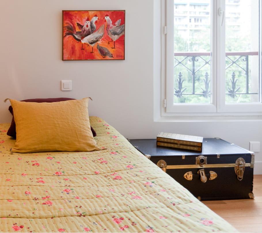 une grande valise en cuir valises et malles sortent du placard journal des femmes. Black Bedroom Furniture Sets. Home Design Ideas