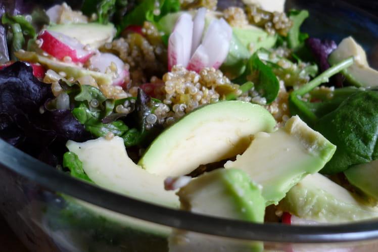 Salade de quinoa, haricots verts, radis et avocat