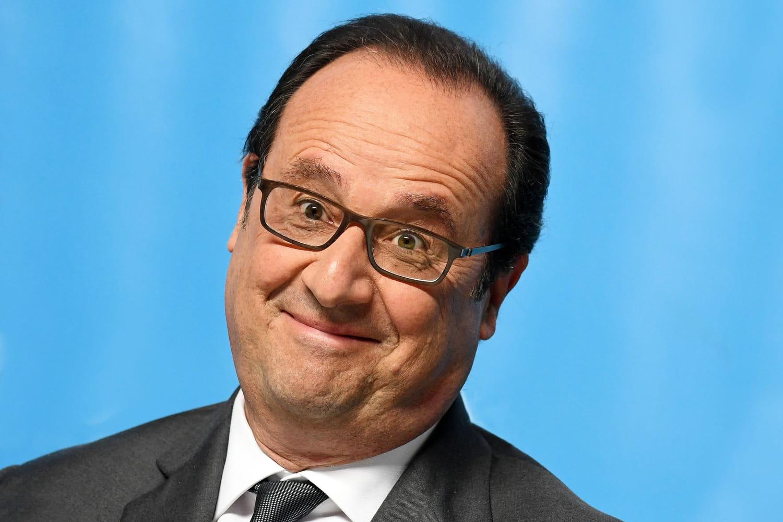 François Hollande fête le BAC philo dans un bar -PHOTO