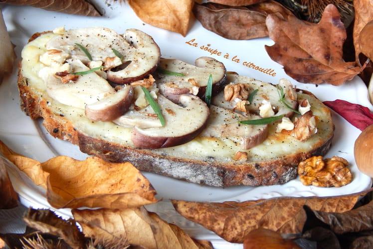 Tartines de cèpes au Chavignol, à l'estragon et aux noix