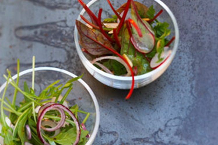 Salade de mesclun aux pignons et au Parmesan