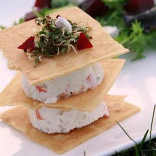 mille-feuille surimi façon cheesecake, petite salade