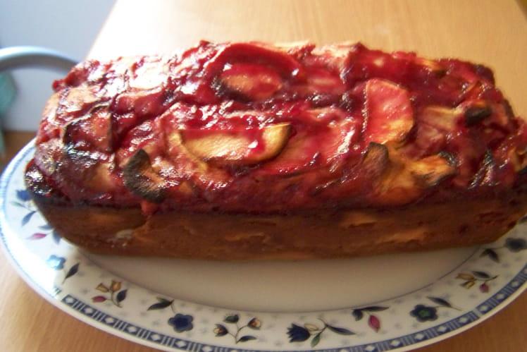Gâteau aux pommes nappé de gelée de groseilles
