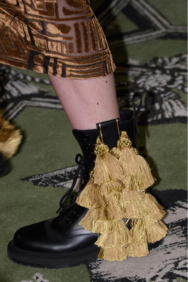 Les boots à pompons du défilé Burberry