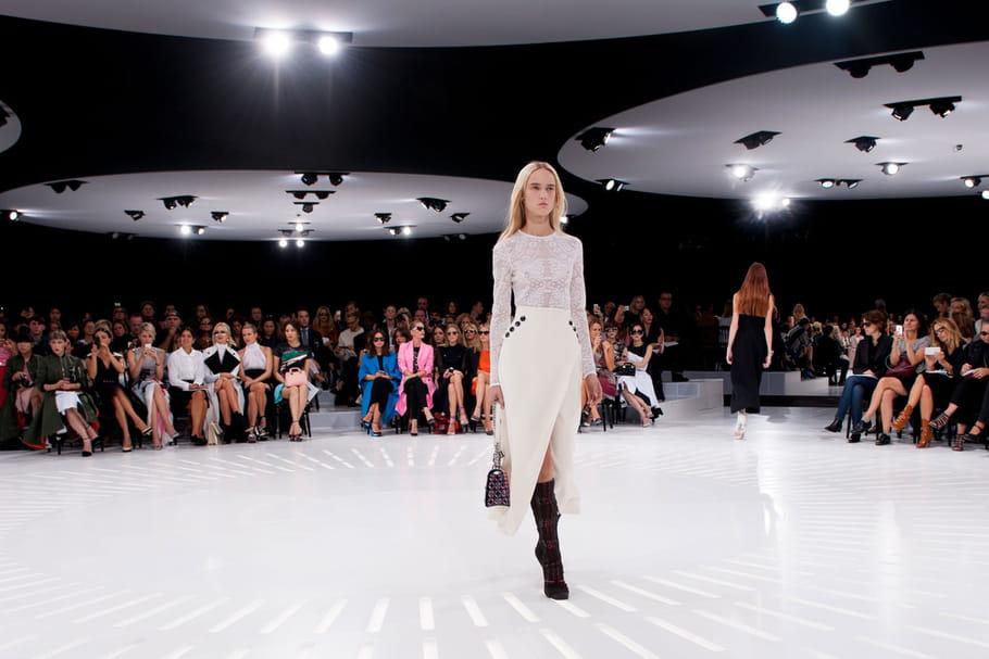 """""""See now, buy now"""" : de Dior à Chanel, la mode française refuse la révolution des défilés"""