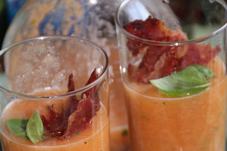 Soupe de melon au basilic, jambon sec et pineau des charentes