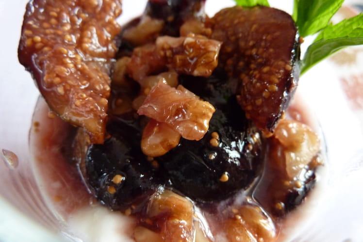 Yaourt aux figues et aux noix poêlées