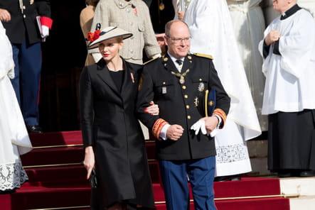 Charlène de Monaco et le prince Albert II de Monaco à la sortie de la messe solennelle