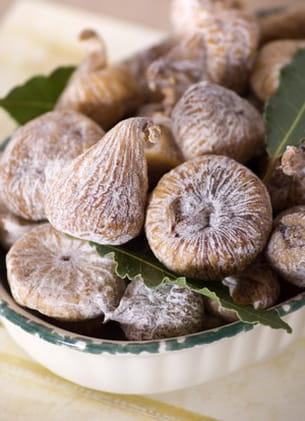 les figues séchées contiennent plus de fibres que les autres fruits secs.