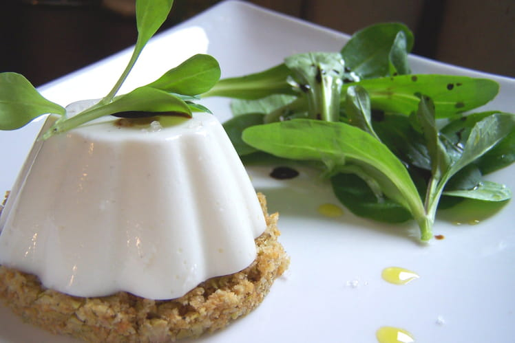 Panna cotta de brebis sur sa croûte aux olives vertes