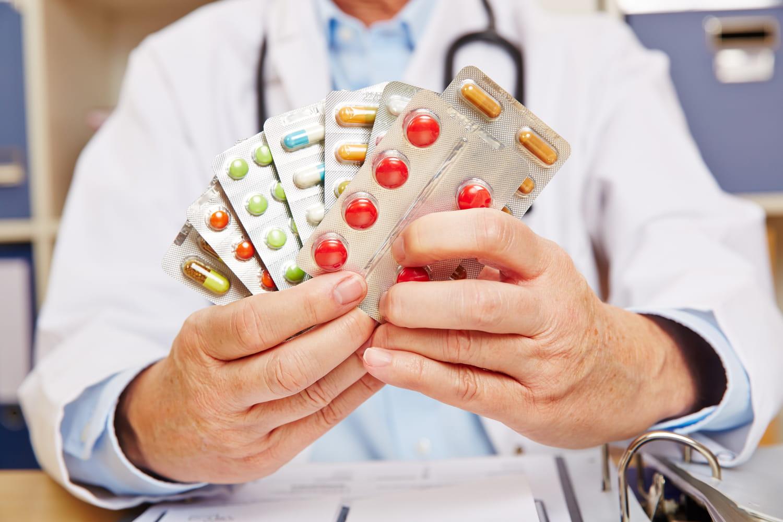 Définition des médicaments: fabrication, liste, familles, autorisation