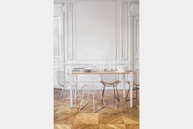 Table blanche et bois clair de Tiptoe