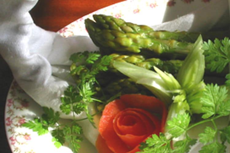 Asperges vertes, sauce aux myrtilles