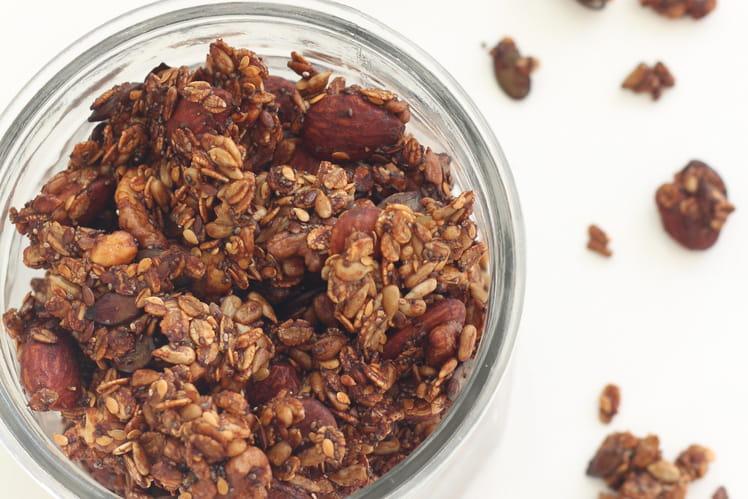 Granola salé au seigle, noix, amandes, graines de courge et tournesol
