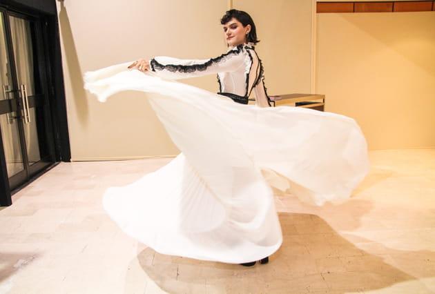 Soko fait la danseuse