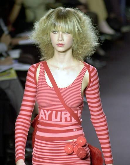 Les cheveux gaufrés en 2001