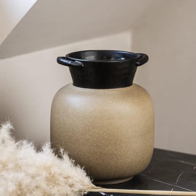 Un vase en céramique