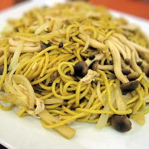 wok de légumes aux nouilles, façon chinoise
